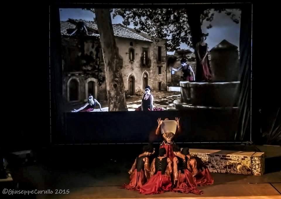 """Un sogno chiamato """"Makrós"""", cultura e teatro multimediale a Petrizzi"""