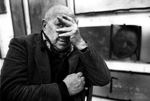 Christian Boltanski nel suo studio.