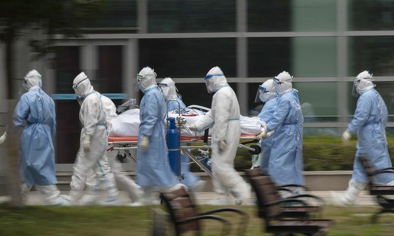 """L' Italia unita al respiro di medici e infermieri al nostro servizio: """"Grazie per quanto state facendo"""""""