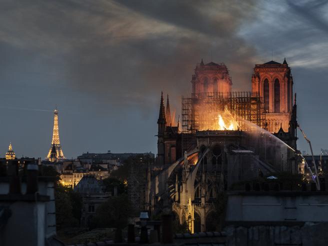 Notre-Dame la perdita di un simbolo