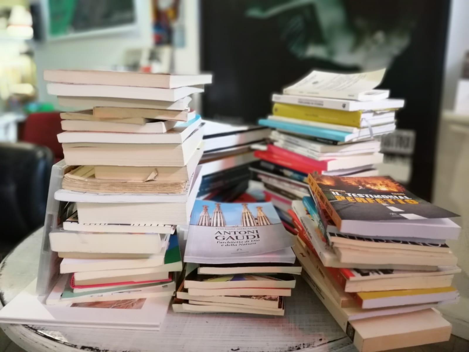 """Il Collettivo Manifest e la Biblioteca dello Spettacolo solidali a """"La pecora elettrica"""" di Roma, """"Bruciare libri significa annientare il pensiero"""""""