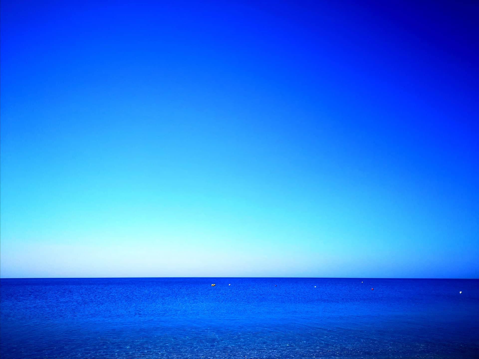 mare blu orizzonte
